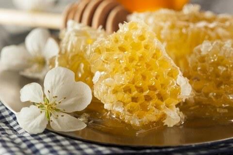 bigstock-Organic-Raw-Golden-Honey-Comb-65130340-480x320